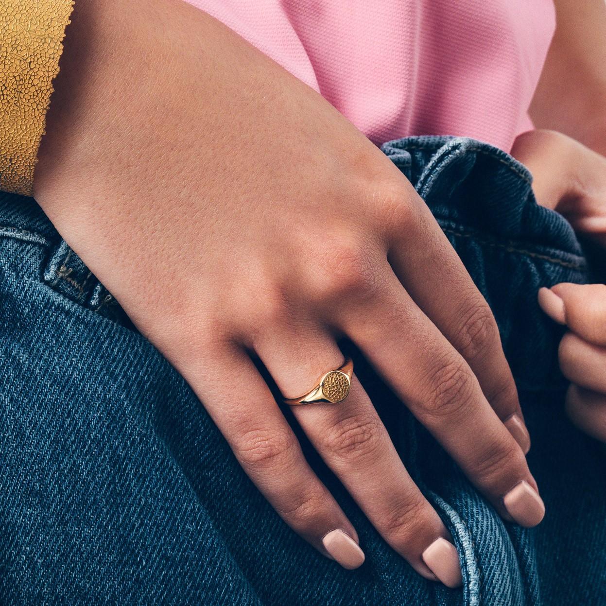 Srebrny pierścionek ze wzorkiem, MON DÉFI, 925