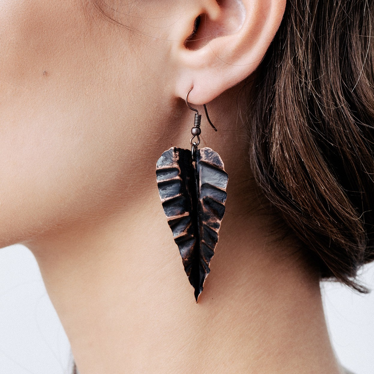 Round copper earrings with black shape