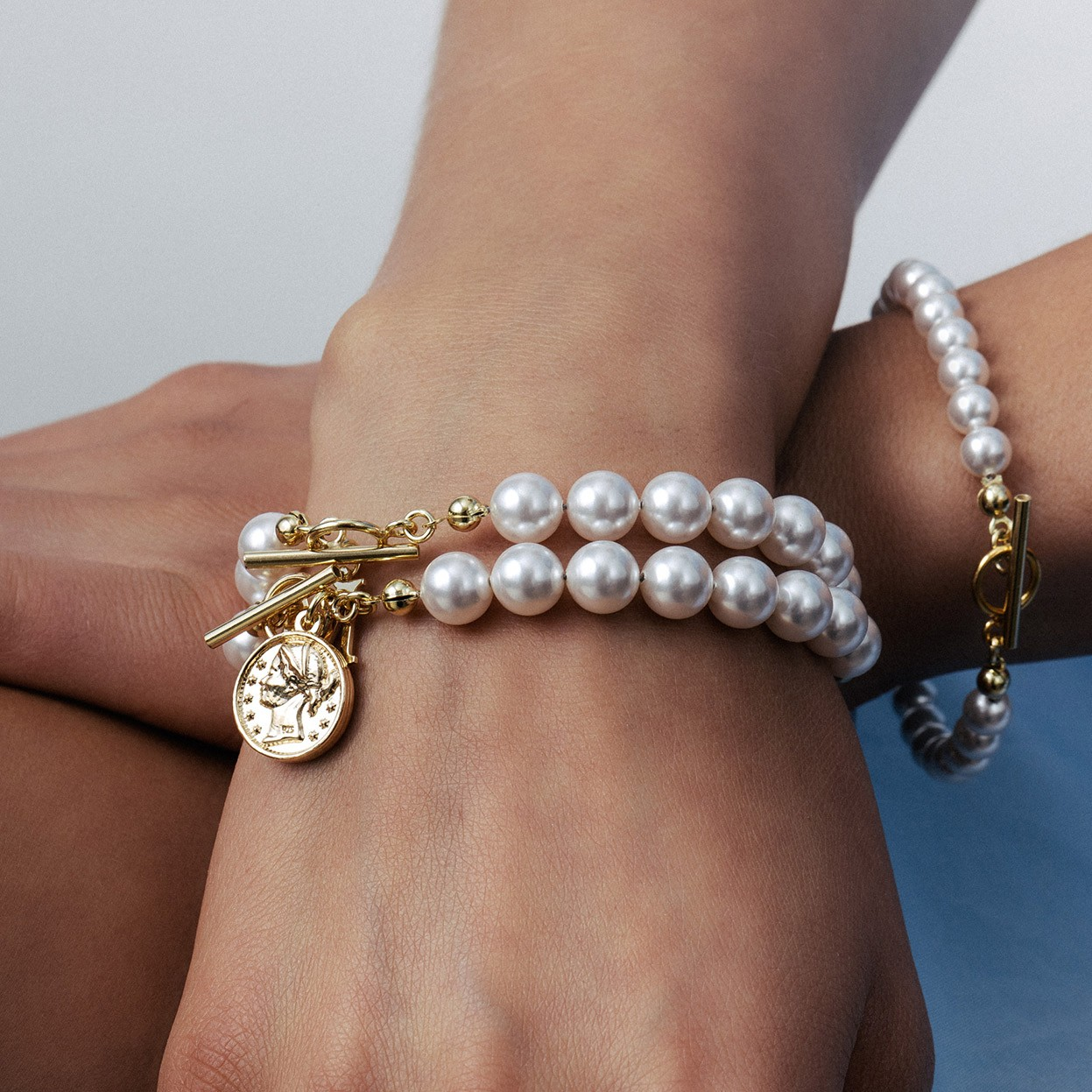 Pearls bracelet with coin, Silver 925