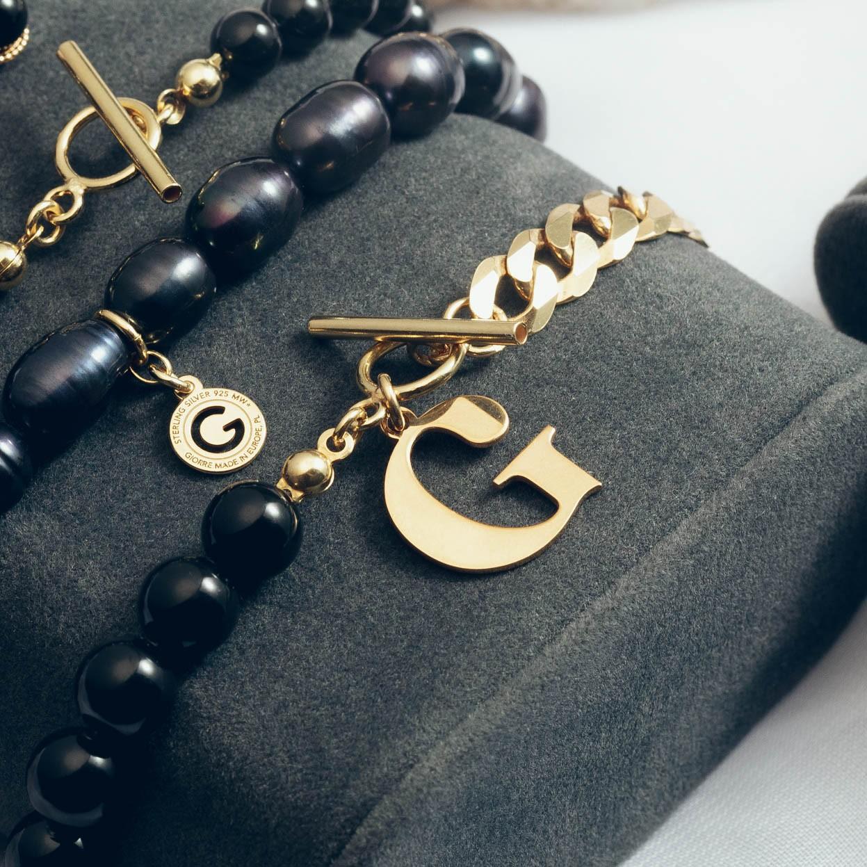 Czarna perłowa bransoletka pancerka z dowolną literą, srebro 925, Swarovski