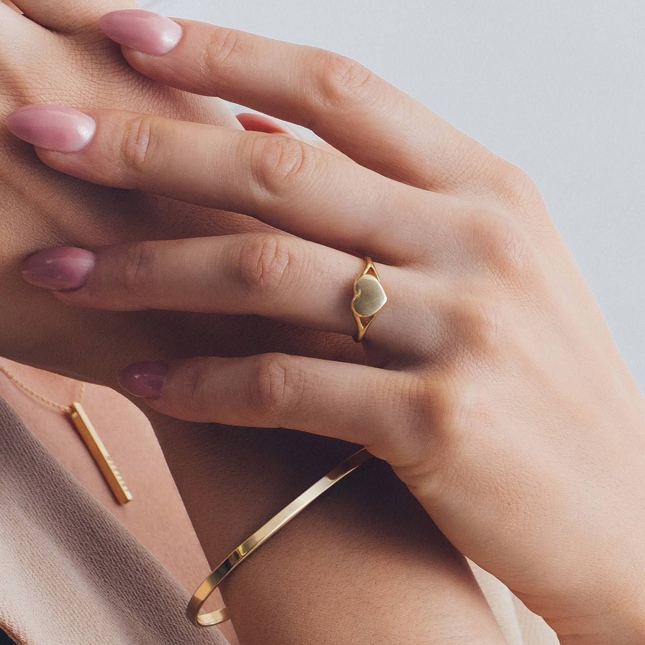 Srebrny pierścionek sygnet serce, grawer 925